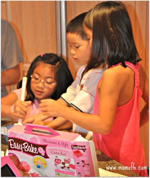 Chuck E Cheese using prizes 5 Tips for Moms on Surviving a Visit to Chuck E Cheese!