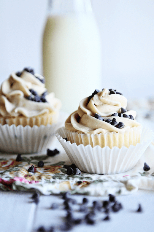French Vanilla Cupcakes with Choc Chip Cookie Dough Frosting Links to Love: Birthday Party Dessert Inspiration