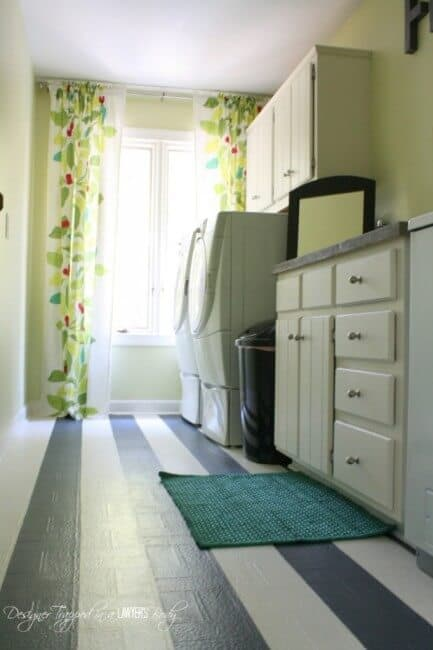 Okay- a laundry room is a place for work. But that doesn't mean that the space shouldn't be pretty to look at. And organized! So today I gathered together 10 awesome laundry room ideas to inspire you to organize this space in your home. And make it pretty too!